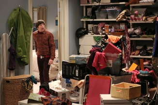 the-big-bang-theory-season-6-the-closet-reconfiguration1 - Howard's closet